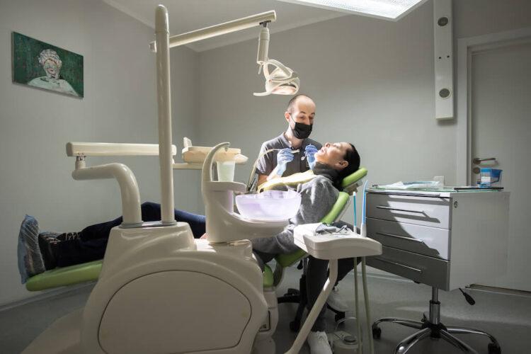 лечение зубов в Киеве